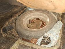 64 килограмма меди и 26 килограмм свинца гражданин Украины спрятал в автомобиле «ВАЗ»