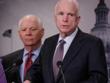 Два сенатора США обвинили Трампа в затягивании процедуры ввода санкций против России - Экономика и общество