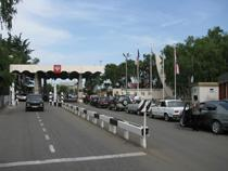 Госграницу в Сочи ежедневно пересекает в 4 раза больше машин, чем может пропустить МАПП «Адлер» - Новости таможни - TKS.RU