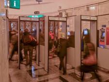 В петербургское метро пытались пронести гранату - Экономика и общество - TKS.RU