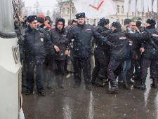 Володин: на митингах российские правоохранительные органы действуют мягче западных