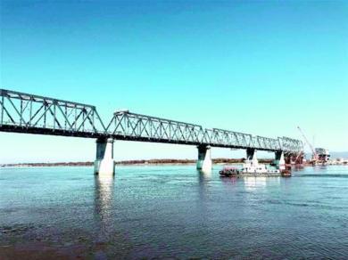 Россия и Китай начали укладку рельсов на железнодорожном мосту через Амур - Логистика