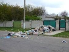 Активисты вывалили мусор к домам ответственных за чистоту чиновников в Крыму