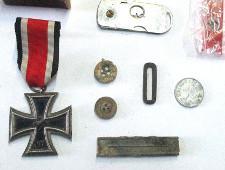 Шереметьевские таможенники перехватили посылку с нацистскими наградами