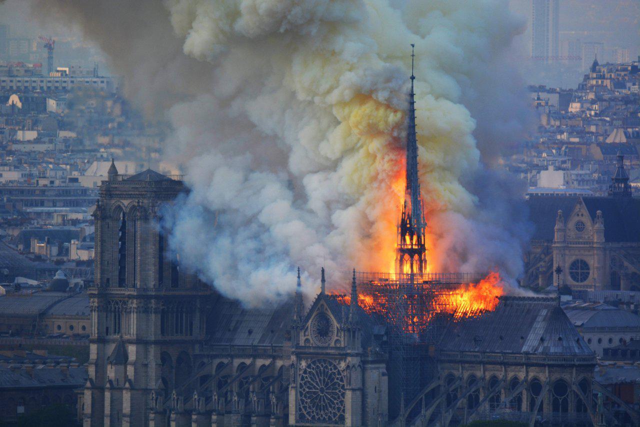 «Худшего удалось избежать». Президент Франции — о последствиях пожара в Нотр-Даме - Экономика и общество