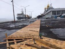 В Архангельске городскую набережную застелили паркетом - Экономика и общество