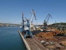 Ванинский морской торговый порт увеличил перевалку металлов и снизил переработку сыпучих грузов - Логистика
