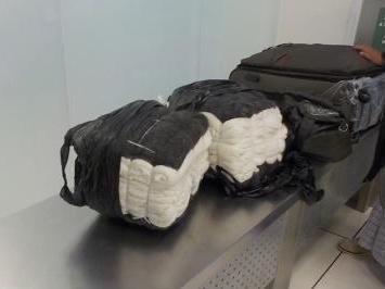 Кольцовские таможениики пресекли незаконный ввоз пуховых платков