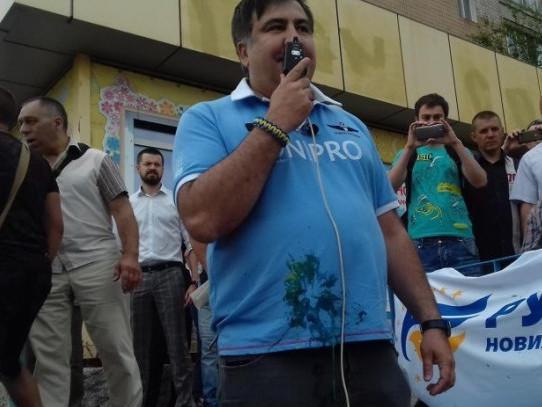 Саакашвили закидали яйцами и облили зеленкой в Кривом роге - Экономика и общество - TKS.RU