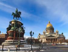 Кража, обсчет и падение из окна. Неприятности болельщиков в Петербурге продолжаются