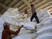 Беспошлинный ввоз украинского сахара откладывается - Обзор прессы