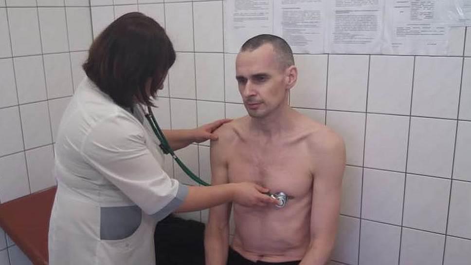 Во ФСИН отрицают перевод Сенцова в реанимацию «с необратимыми последствиями»