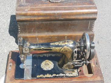 Курские таможенники задержали столетнюю швейную машинку