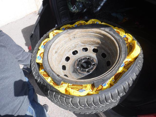 Таможенники обнаружили спрятанные в автомобиле 36,5 килограммов молочной продукции - Криминал
