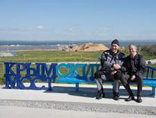 В Тамани установили официальную скамейку с видом на стройку Керченского моста - Экономика и общество - TKS.RU
