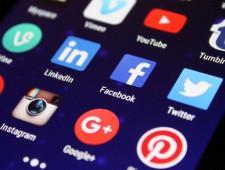 Пользователей соцсетей обяжут указывать СМИ-иноагенты как первоисточник информации - Экономика и общество