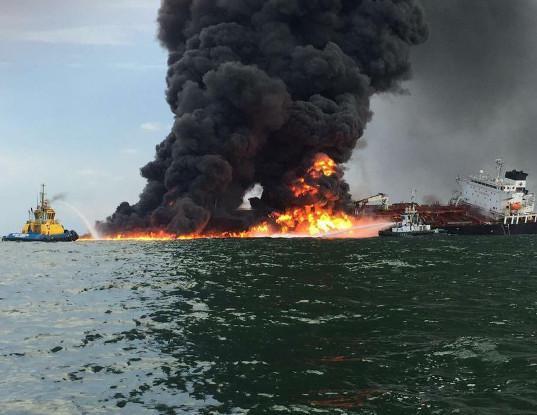 Один из танкеров, атакованных в Оманском заливе, затонул - Экономика и общество