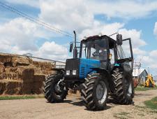 Семнадцать «поддельных» тракторов пытались ввезти из Китая - Криминал