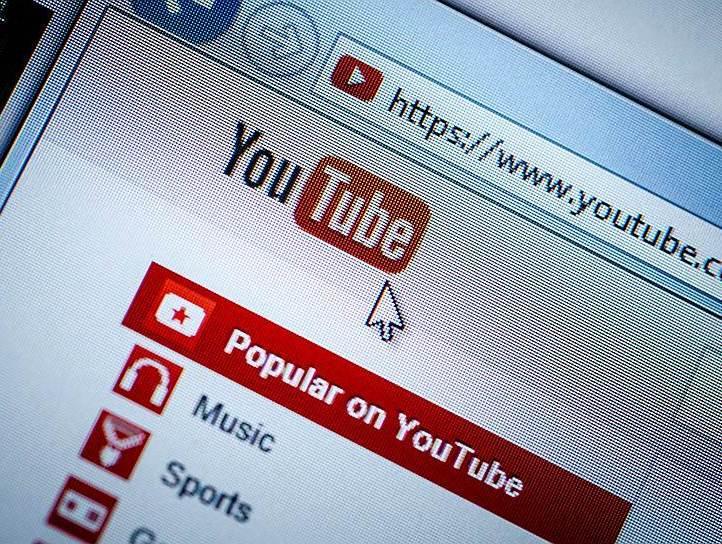 Роскомнадзор сообщил об отказе YouTube удалить видео с сожжением российского флага