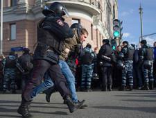 Кремль сообщил об обещанных подросткам деньгах за арест на акции в Москве