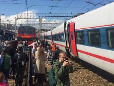 Названа предварительная причина столкновения поезда и электрички в Москве - Экономика и общество